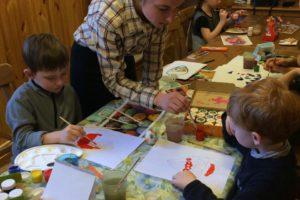 В воскресной школе прошел мастер-классу по росписи Пасхальных яиц.